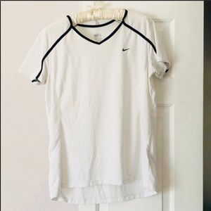 4 / $25 white nike short sleeve dri fit t-shirt